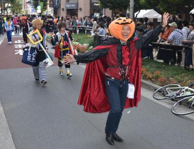 パレードに参加してみた篠健一郎記者