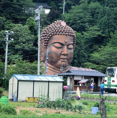 都築響一さんは地方の「路上観察」を作品にした。《ハニベ巌窟院》(珍日本紀行)1994年 東京都写真美術館蔵 (c)Kyoichi Tsuzuki