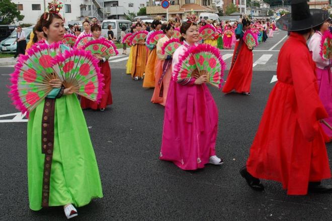 厳原港まつり対馬アリラン祭の朝鮮通信使行列=2011年8月7日