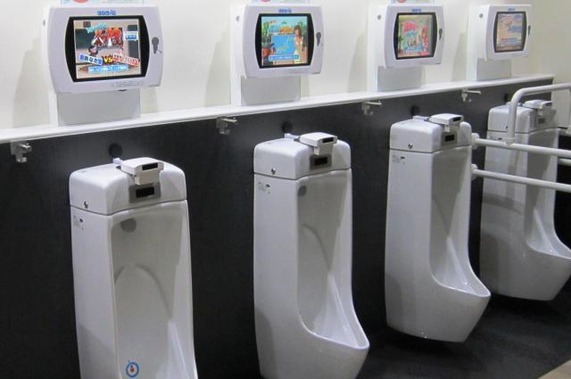 東京ジョイポリスに設置されたトイレッツ=セガ提供