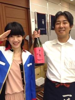 滋賀県内での地酒イベントで、地球連邦軍の制服に身を包み「秀一」をPR