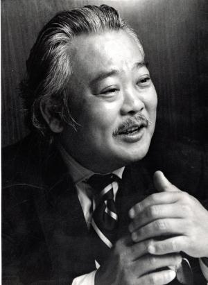 「助手席には女性しか乗せない」と公言していた、徳大寺有恒さん=1992年6月8日
