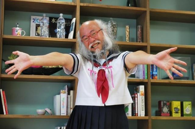 セーラー服おじさん=若松真平撮影