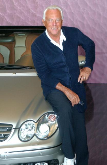 特別仕様車「メルセデス・ベンツ・CLKデジーノbyジョルジョ・アルマーニ」、右はジョルジョ・アルマーニ氏=大原広和氏撮影