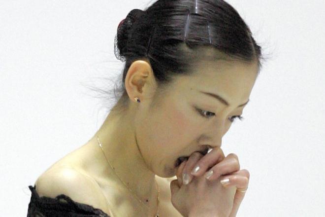 2005年12月のフィギュア全日本で女子SPの演技終了後、両手をあわせる村主章枝選手