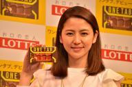 ロッテの新商品「ワンタブ」をPRする長澤まさみさん