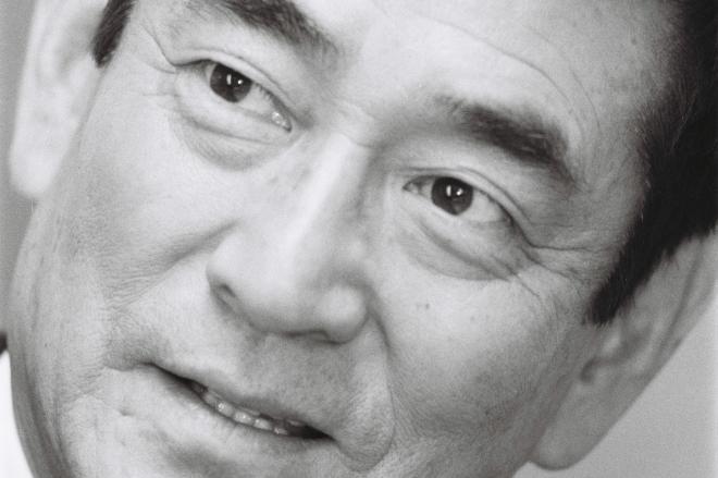 1993年、インタビューにこたえる高倉健さん
