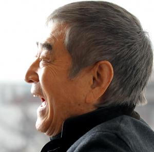 遺作となった「あなたへ」への思いを語る高倉健さん=2011年12月