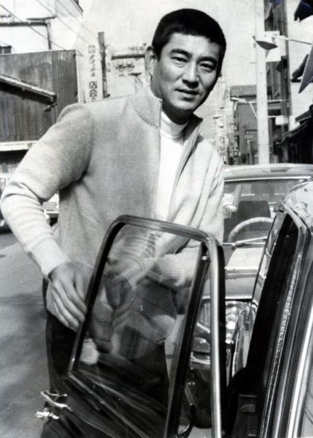 1971年、「任侠映画スター」として国民的人気だった頃=京都市内