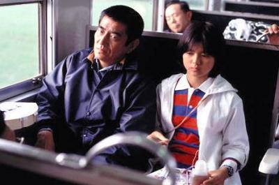 映画「野性の証明」で共演した、高倉健さんと薬師丸ひろ子さん(右)©1978KADOKAWA