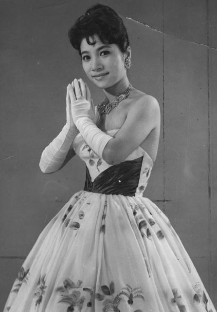 1959年に結婚し、71年に離婚した江利チエミ。江利は「テネシー・ワルツ」でデビュー、昭和30年代後半にスター歌手に=1963年7月5日