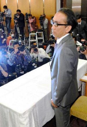 佐村河内守氏のゴーストライターを長く務めていたことを告白した、新垣隆さん=2014年2月6日