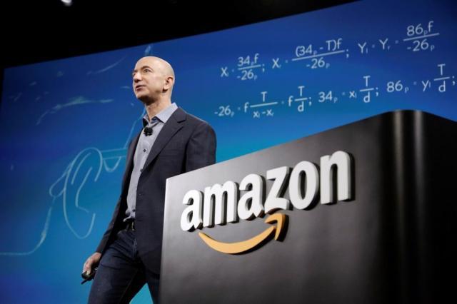 アマゾンのジェフ・ベゾズCEO(最高経営責任者)=2014年6月、シアトルで