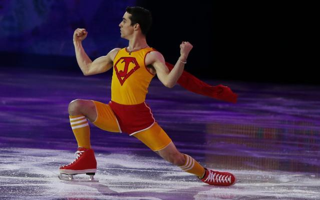 ソチ五輪の競技終了後のエキシビジョンでは、スーパーマンのような格好で登場して会場を沸かせました=2014年2月22日