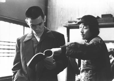 「仁義なき戦い・頂上作戦」の撮影風景。故・深作欣二監督(右)と菅原文太さん=1973年12月0日