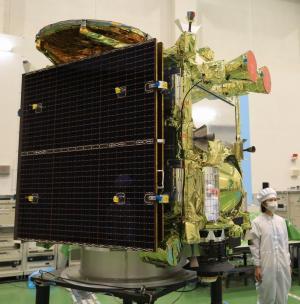 公開された小惑星探査機「はやぶさ2」=2014年8月31日、相模原市中央区、内田光撮影