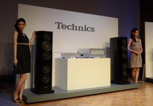 パナソニックが国内でも復活させる高級音響機器「テクニクス」の新製品=2014年9月29日、東京都港区