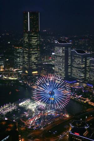 横浜のみなとみらい21地区の夜景