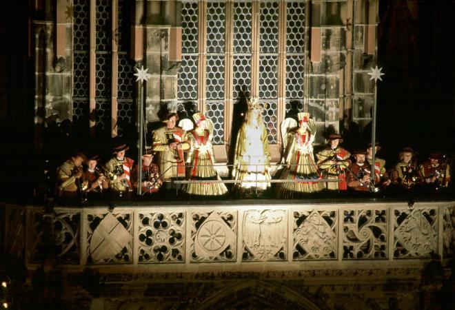 クリスマスマーケットの開会宣言をするクリストキント(2005年)©Congress- und Tourismuszentrale Nürnberg