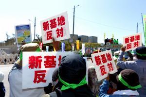 辺野古移設に反対する沖縄県民=2014年10月30日