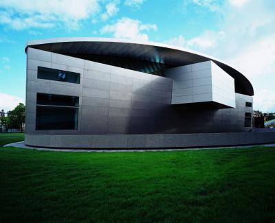 オランダのゴッホ美術館新館。黒川紀章氏は海外でも多くの建築を手がけた