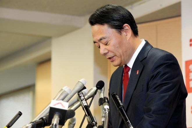 辞任を表明した海江田万里氏=15日午後、東京都千代田区の民主党本部