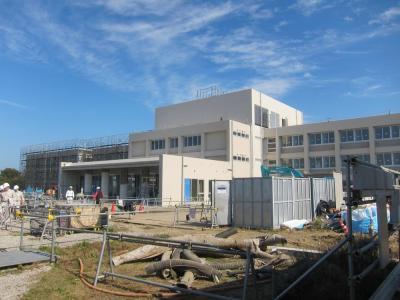 建設が進む学生寮の建物=幸福の科学提供
