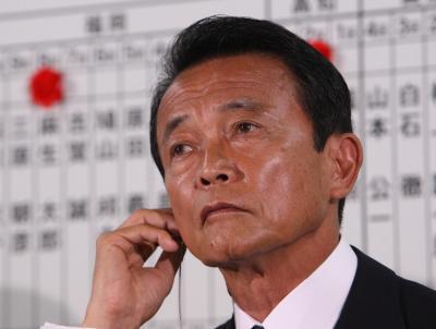 厳しい開票状況について話す麻生首相=2009年8月30日、自民党本部、越田省吾撮影