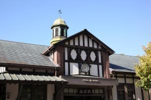 外観にある特徴ある原宿駅。明治神宮駅とは目と鼻の先