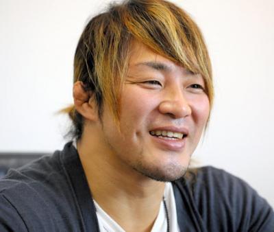 棚橋弘至(たなはし・ひろし) 岐阜県生まれ、立命館大法学部卒。1999年に新日本プロレスに入門し、一躍トップレスラーに。2014年のプロレス大賞MVPを受賞。15年1月4日の東京ドーム大会で、団体最高峰のIWGPヘビー級王者としてオカダ・カズチカの挑戦を受ける。38歳