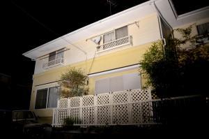 神奈川県逗子市で2012年に起きた「逗子ストーカー殺人事件」の現場となった共同住宅=2012年11月7日、神奈川県逗子市