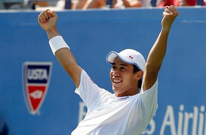 テニスの全米オープン男子シングルス準決勝で、ノバク・ジョコビッチを破って決勝進出を決め、喜ぶ錦織圭=ロイター