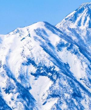 妙高山の中腹に現れた雪形「はね馬」=2013年4月1日、新潟県妙高市三ツ俣