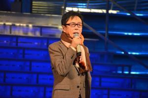 NHKホールの舞台で紅白歌合戦の音あわせに臨む森進一さん=国島貴志撮影