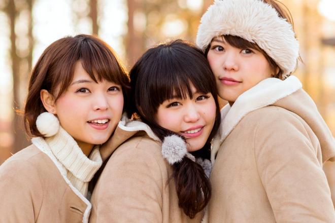 異色のご当地アイドル、人気の秘密に最新の経済理論。ねぎっこの(右から)Megu、Nao☆、Kaede