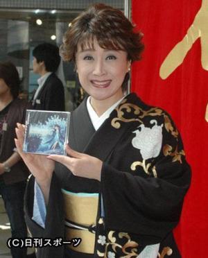 ニコ動のイベントでCD「さちさちにしてあげる♪」の即売会を行った歌手小林幸子