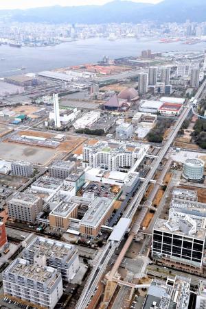 理研がある、神戸・ポートアイランドの産業団地=2013年2月7日、朝日新聞社ヘリから