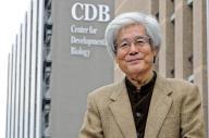 理研の研究センターを訪ねる養老孟司さん=神戸市中央区、滝沢美穂子撮影