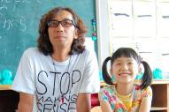 行定勲監督(左)。「円卓」では芦田愛菜さんを主演に関西で製作したが、最新作は中国との合作に。「今の日本映画の作り方では大物は釣れない」