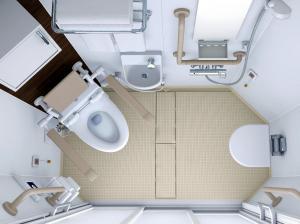 TOTOが開発した八角形で、車いすの人も使いやすい「オクタゴン」。写真下が出入り口=TOTO提供