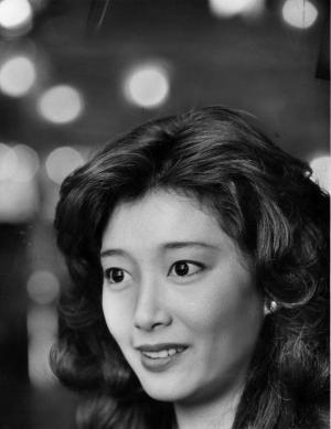 女優の夏目雅子さん=1980年12月