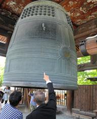 「国家安康 君臣豊楽」の文字が刻まれた方広寺の釣り鐘=京都市東山区