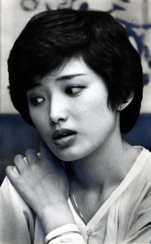 時代を代表するアイドル歌手だった山口百恵さん=1979年