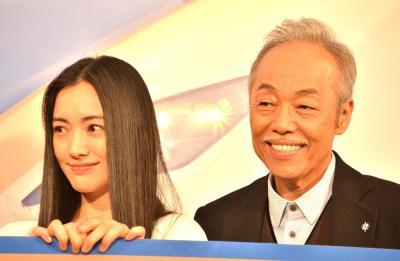 なごやかな雰囲気でレコーディングできたという、仲間由紀恵さんと谷村新司さん=国島貴志撮影