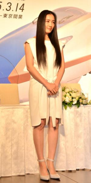 カジュアルなドレス姿の仲間由紀恵さん=国島貴志撮影