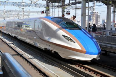 JR大宮駅に入線する北陸新幹線の新型車両「E7系」=2014年2月7日