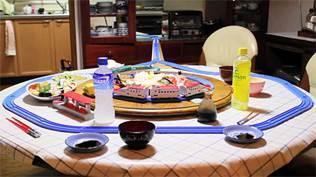 自宅でプラレール回転寿司をやってみた=わっきさん提供