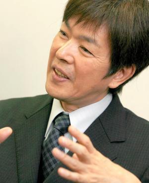 生まれ育った長崎・平戸島の思い出を熱く語る髙田明さん=2008年6月3日