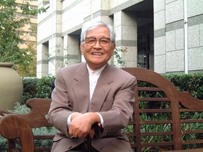 2001年11月、神戸市東灘区の自宅前で