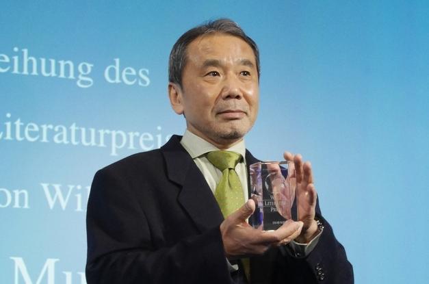 「ウェルト文学賞」を贈られた村上春樹さん=2014年、ベルリン